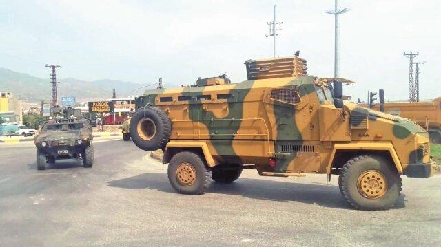 İdlib'de güvenliği sağlayacak Mehmetçik, Kırıkhan-Reyhanlı yolundan Suriye sınırına sevk ediliyor.