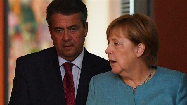 Almanya Başbakanı Angela Merkel ve Almanya Dışişleri Bakanı Sigmar Gabriel