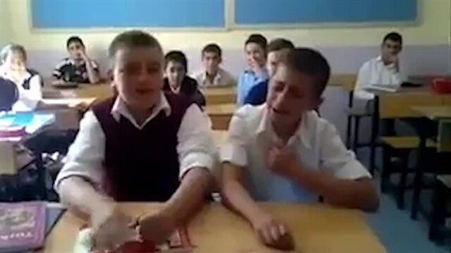 Ders arasında söyledikleriyle türküyle fenomen oldular
