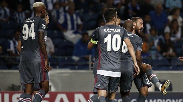 Cenk Tosun bu sezon 5 resmi maçta 3 gol atarken 1 de asist yaptı.