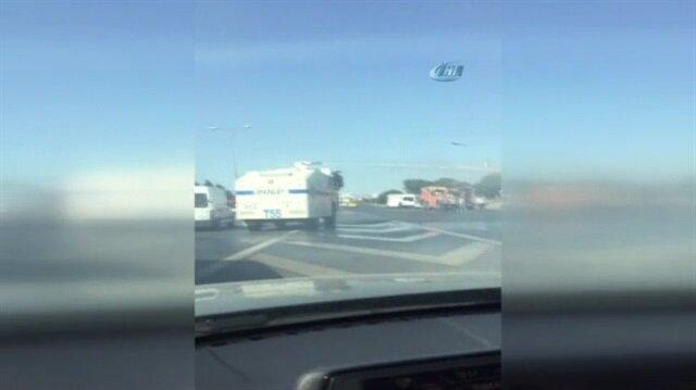 Seyir halindeyken yanan kamyoneti TOMA söndürdü