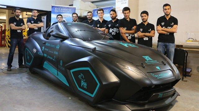 4 metre uzunluğundaki elektrikli araç, 6 kW batarya gücüyle 110 km hıza ulaşabiliyor.