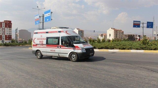 Yaralanan polis de ambulansla hastaneye sevk edildi.
