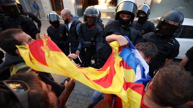 İspanyol polisi Katalonya hükümet binalarını bastı, gözaltılar var!