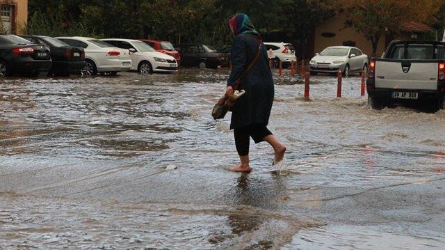 Kırklareli'nde sağanak yağış etkili oluyor.