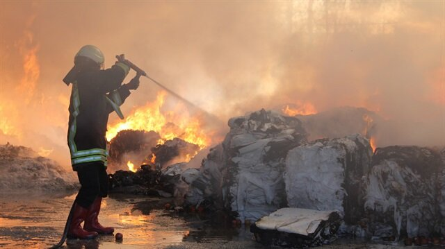 Kütahya'da fabrika yangın söndürüldü