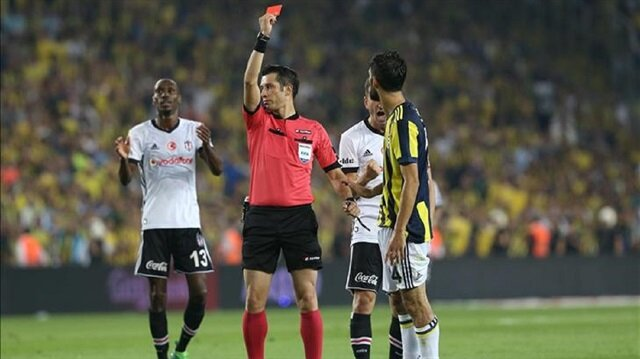 Referee shows red card to Neto (R) of Fenerbahce during the Turkish Super Lig week 6 football match between Fenerbahce and Besiktas at Ulker Stadium in Istanbul, Turkey on September 23, 2017.