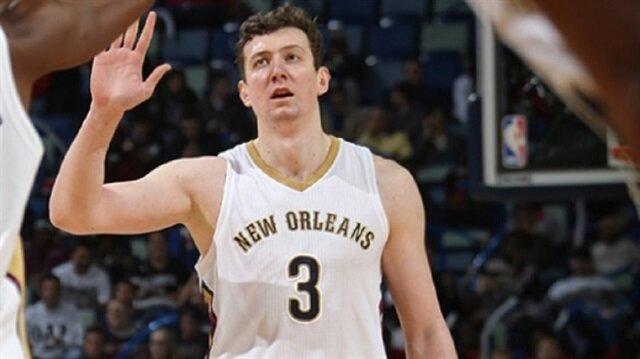 Aşırı kilo kaybeden Ömer, Pelicans formasıyla 2016-17 sezonunda 31 maçta 2,7 sayı ve 5,3 ribaunt ortalamalarıyla oynamıştı.