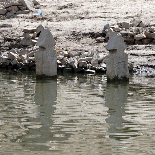 Sular çekildi 23 yıl önce baraj suyu altında kalan köy ortaya çıktı