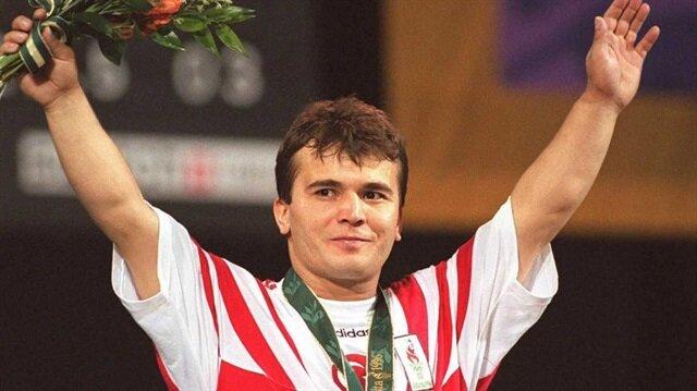 İlk dünya rekorunu 15 yaşında kıran efsane halterci  Naim Süleymanoğlu, toplamda 46 kez dünya rekoruna imza atmıştı.