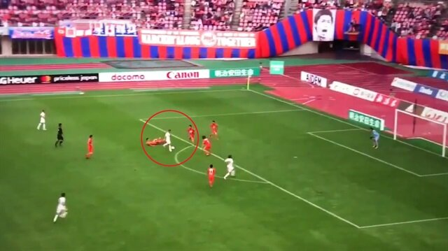 Podolski'den Japon spikeri çıldırtan gol