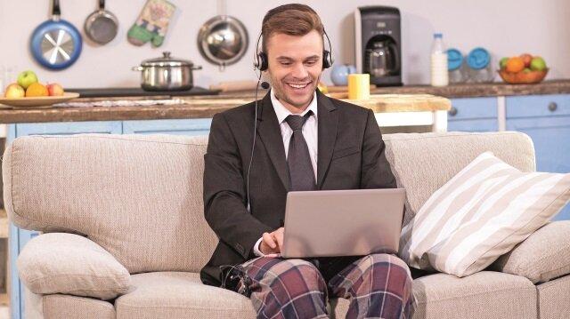 Singapur'da yaptığı bir araştırmaya göre ofis yerine evden çalışanlar daha mutlu.