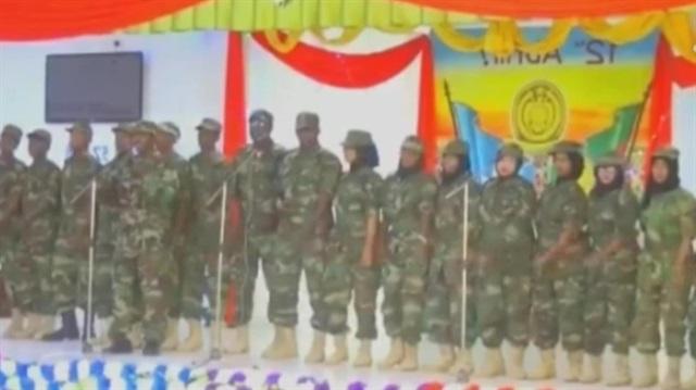 Somalili askerlerden Türkçe şarkılı açılış
