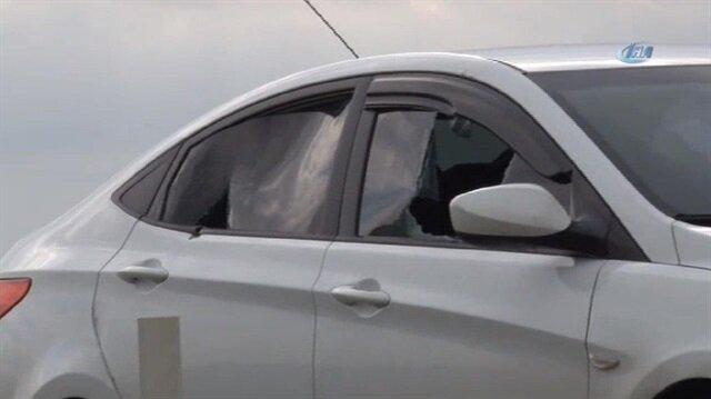 Hırsızlar bir aracı silahla ateş açarak durdurdu. Araçtan 10 kilo altın çalan hırsızlar kayıplara karıştı.