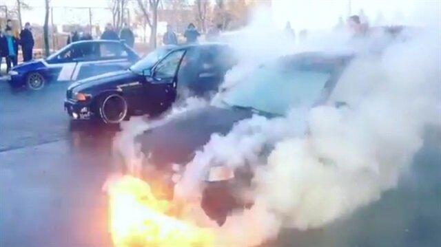 Lastik yakmaya çalışırken motoru yaktı