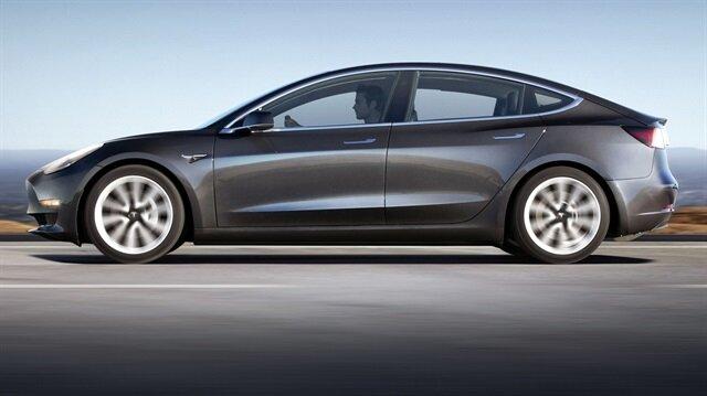 ABD'de 35 bin TL'den başlayan fiyatlarla satışa sunulan Tesla Model 3, ortalama 350 kilometre menzile sahip.