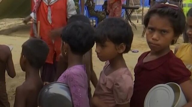 Aid agencies struggle to feed increasing Rohingya refugees in Bangladesh