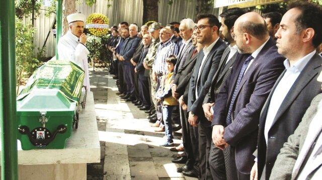 Hafız Ali Saraçoğlu Bahçelievler Mahallesi'ndeki evinde vefat etti.