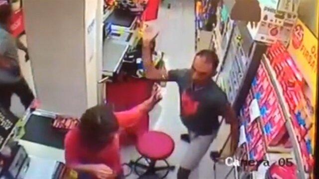 Antalya'da kasiyer kadına yumruklu saldırı!