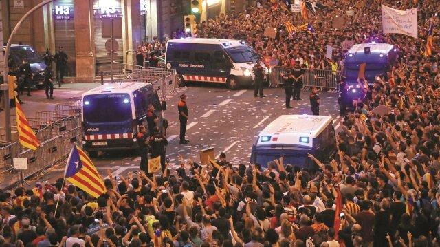 İspanya'da orduya harekete geçme emri verdiği belirtildi.