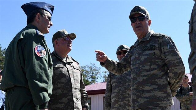 Genelkurmay Başkanı Orgeneral Akar ve kuvvet komutanları Van'da incelemelerde bulundu.