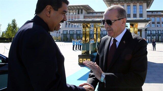 Erdoğan greets Maduro at Presidential Palace