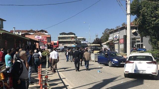 Sakarya'nın Serdivan ilçesinde çıkan silahlı kavgada toplam 4 kişi yaralandı.