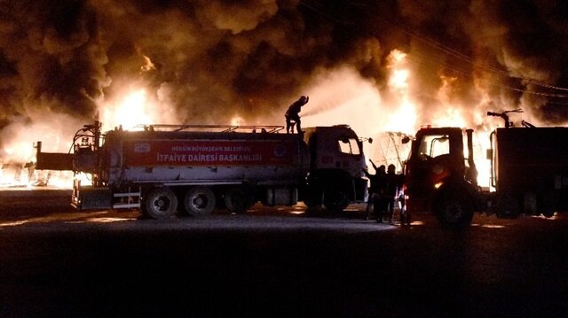 Mersin Tarsus Sebze Hali'nde büyük yangın
