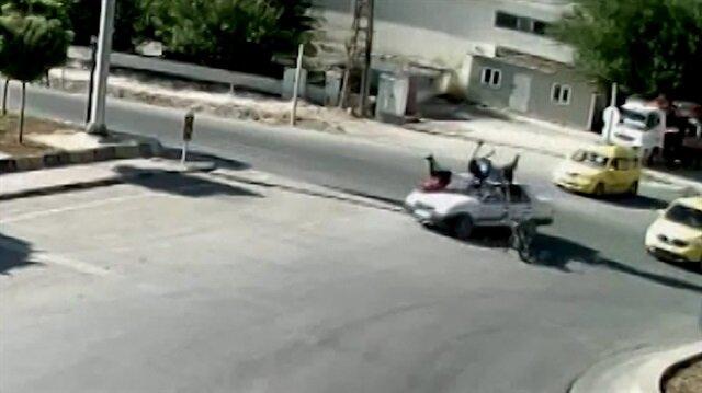 Motosikletli 3 kişinin metrelerce havaya uçtuğu o anlar kamerada