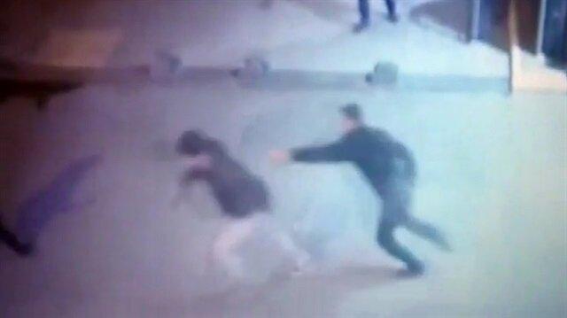Tabanca kabzasıyla üniversite güvenliğine saldırdı