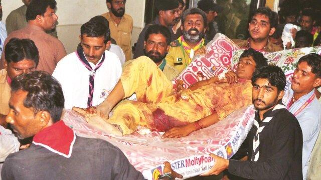 ABD'nin birkaç gün önce tehdit ettiği Pakistan'ı terör örgütü DEAŞ vurdu.