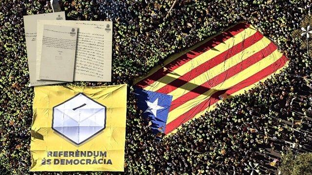 Binlerce Katalan bağımsızlık için yürümüştü.