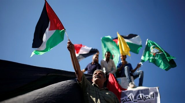 Palestinians celebrate after Hamas said it reached a deal with Palestinian rival Fatah