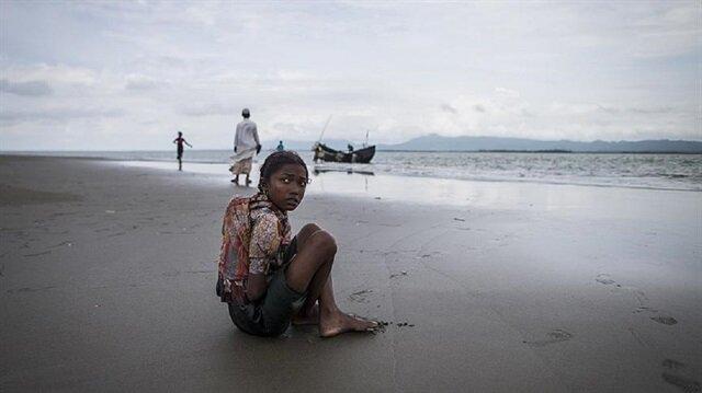 Myanmar ordusunun katliamları nedeniyle yüzbinlerce Müslüman yaşadığı bölgeleri terk etti.