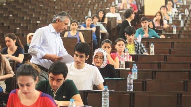 YÖK Başkanı Prof. Dr. Yekta Saraç milyonlarca insanın merakla beklediği üniversiteye giriş sınavlarında yapılacak köklü değişiklikleri açıkladı.