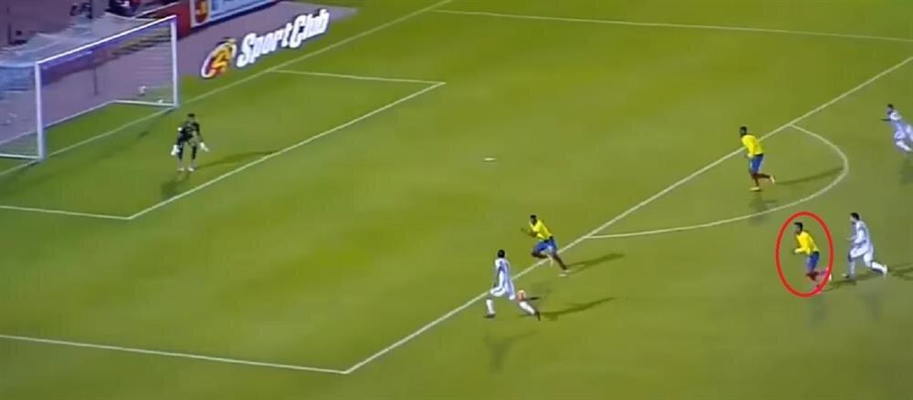 Aimar'ın Messi'yi kaçırdığı pozisyon.