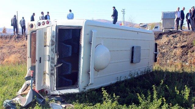 Başkentte öğrenci servisi devrildi: 14 yaralı