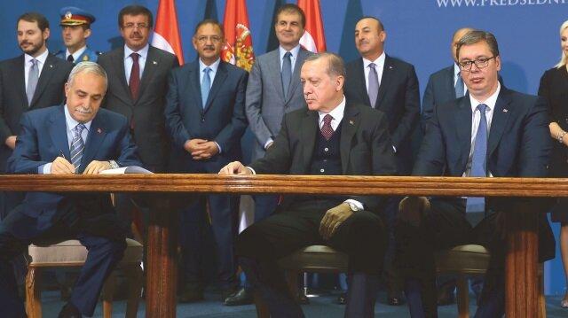 Cumhurbaşkanı Recep Tayyip Erdoğan'ın Ukrayna ziyaretinde iki ülke ticaretini 20 milyar dolara taşıyacak önemli anlaşmalar imzalandı.
