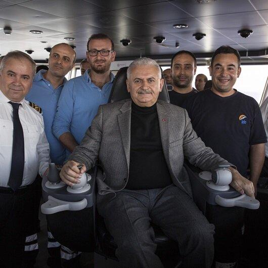 Başbakan Yıldırım feribotta kaptan köşküne geçti