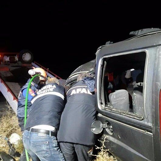 Hafif ticari araç tırla çarpıştı: 3 ölü
