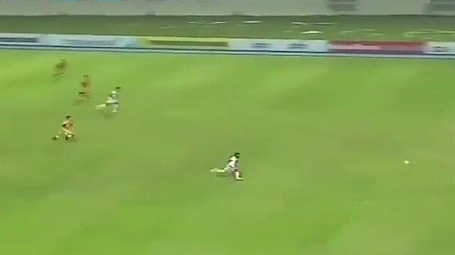 Endonezyalı golcünün inanılmaz deparı akılları aldı!