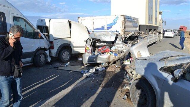 Aksaray'da meydana gelen ve 15 kişinin yaralandığı trafik kazasına sebebiyet veren olayın kum fırtınası olduğu belirtiliyor.