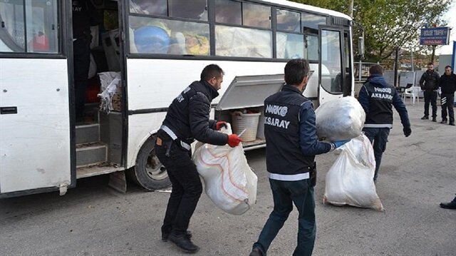 """Polis'in """"Dur"""" ihtarına uymayan eşya yüklü araçta 220 kilogram esrar ele geçirildi."""