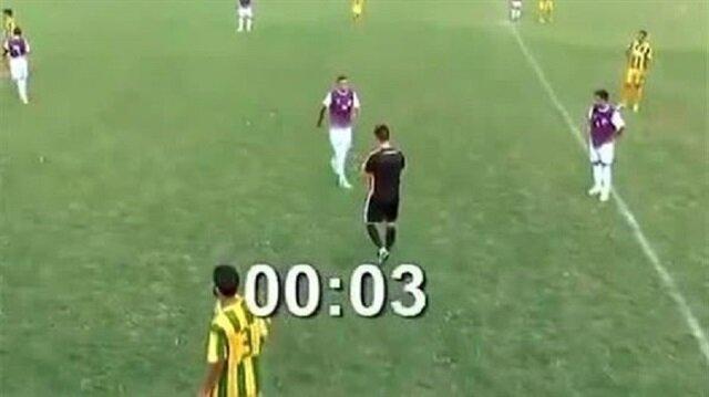 Arjantinli futbolcu Pablo Perez, alt lig maçında rekor kırarak 5 saniyede kırmızı kart gördü.