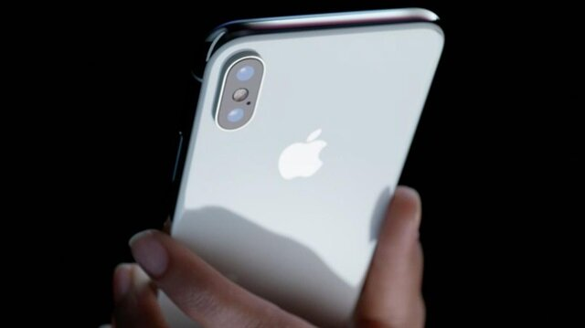 iPhone X bugün satışa sunuldu.