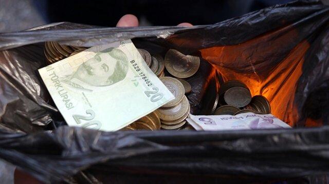 Engelli taklidi yapan dilenci bakın ne kadar para toplamış