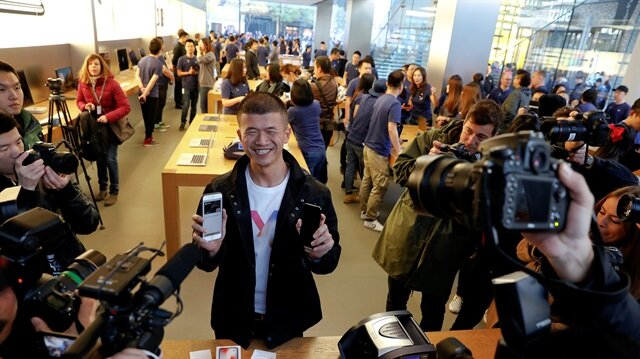 Hundreds queue outside Apple in Beijing, Hong Kong for pre-ordered iPhone X