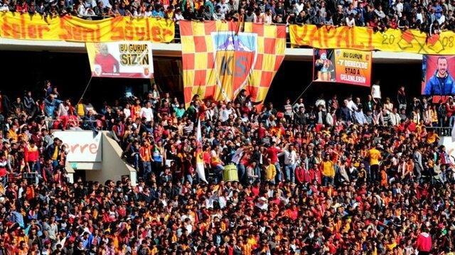 Kadir Has Stadı'nda dikkat çeken marş