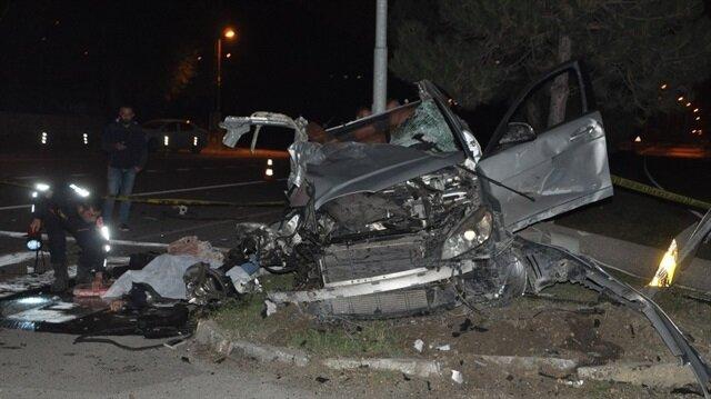 Bilecik'te iş makinasıyla çarpışması sonucu otomobilde bulunan Abdullah K. olay yerinde hayatını kaybetti.
