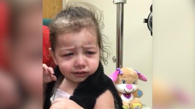 Küçük kız dünyayı ilk kez gördü!